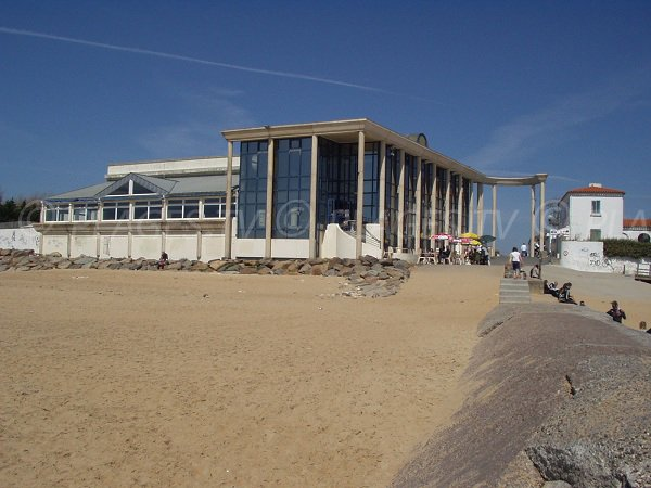 Pavillon of Aunis in La Tranche sur Mer with its beach