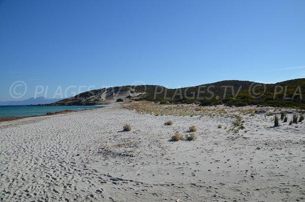 Plage sauvage dans le désert des Agriates en Corse