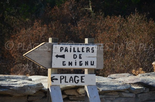 Panneau d'accès à la plage de Ghignu et aux paillers