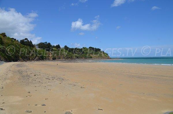 Grande plage de sable à Etables sur Mer - Les Godelins
