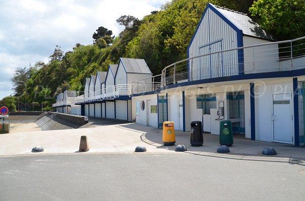 Cabines de bains sur la plage de Godelins