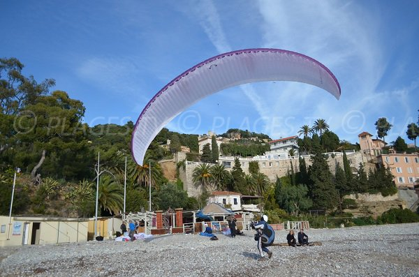 paraglide on the golfe Bleu beach in Roquebrune Cap Martin