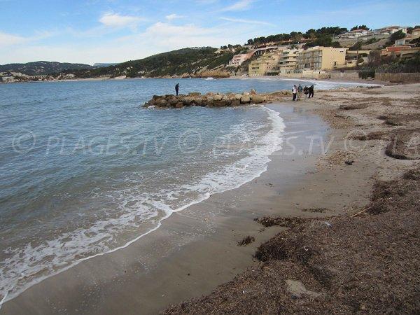 Plage de sable de la Gorguette à Sanary