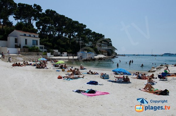 Main area of Gorguette beach in Sanary - View on Bendor
