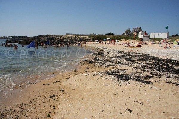 Poste de secours sur la plage de la Govelle