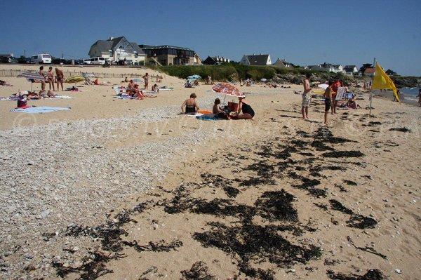 Beach and parking of Govelle beach - Batz sur Mer