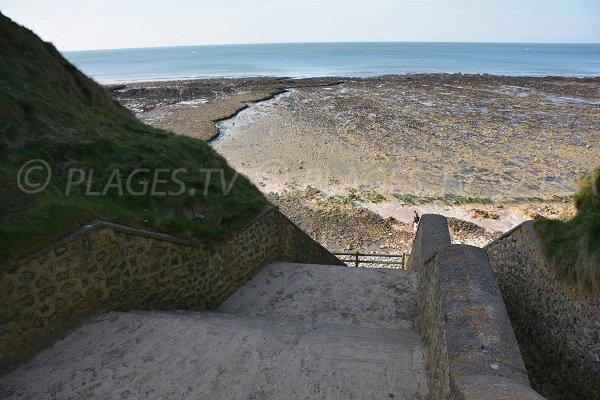 Escaliers pour accéder à la plage de Grainval