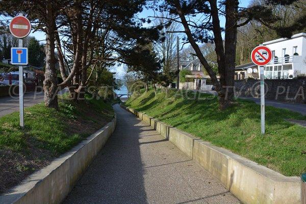 Sentier d'accès à la plage de Grainval - St Léonard