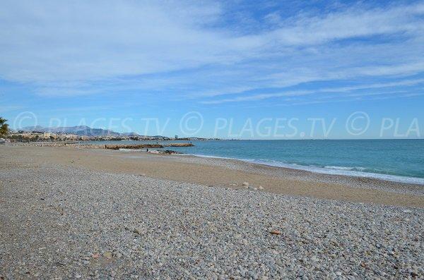Galets et sable sur la plage du Grand Large à Cagnes sur Mer