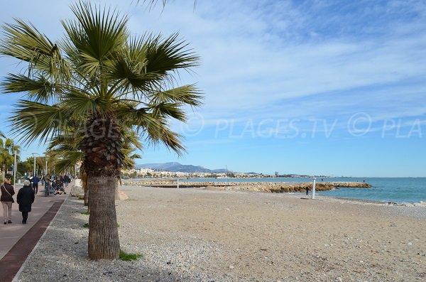 Plage de sable du Grand Large à proximité de La Cagne à Cagnes sur Mer