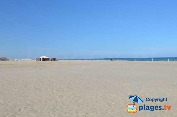 Photo of Grand Large beach in Canet en Roussillon