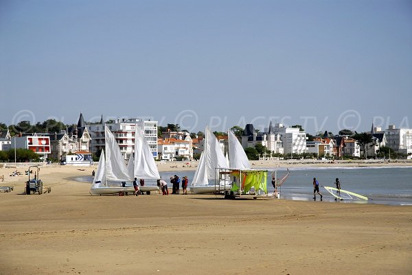 Large beach in Royan near the port