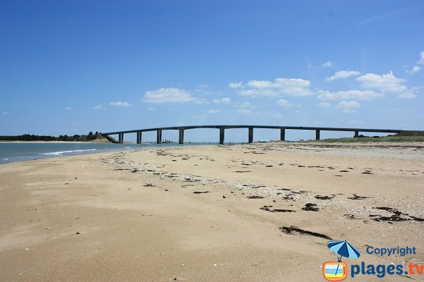 Noirmoutier bridge from Grande Cote beach