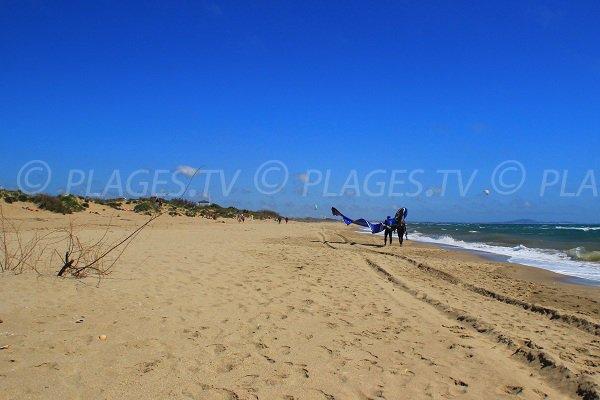 Plage de la Grande Maïre avec les dunes à Sérignan