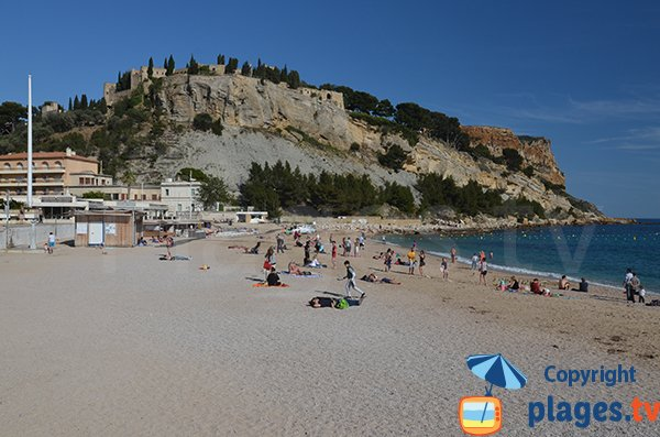 Beach in the center of Cassis in France and view on the castle