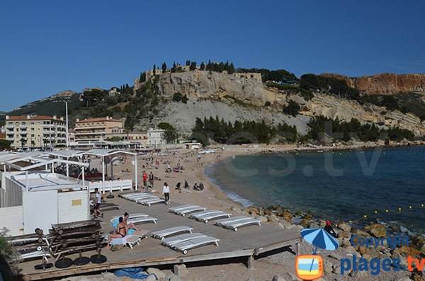 Public beach and harbor of Cassis