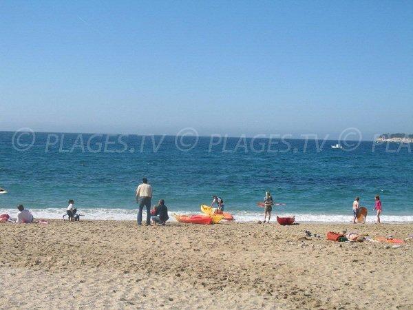 Activités nautiques sur la plage de la Grande Mer à Cassis