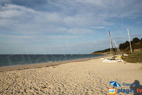 Plage avec école de voile à Belle Ile en Mer