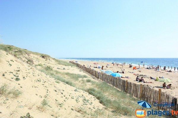 Granges beach in olonne sur mer vendee france for Piscine des chirons olonne sur mer