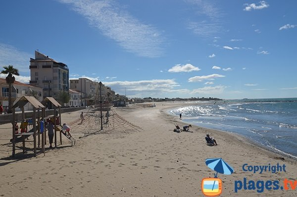 Jeux pour les enfants sur la plage du Grau d'Agde