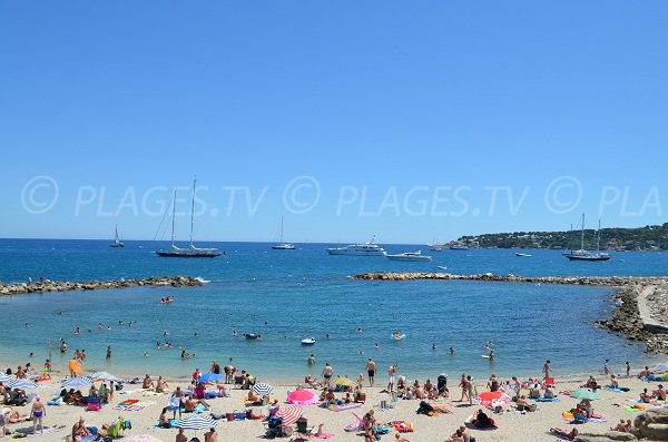 Gravette beach in the old city of Antibes