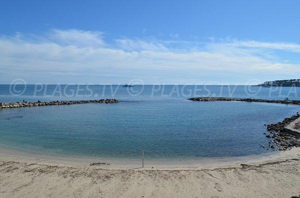 Plage de la Gravette: l'une des plus belles anses d'Antibes