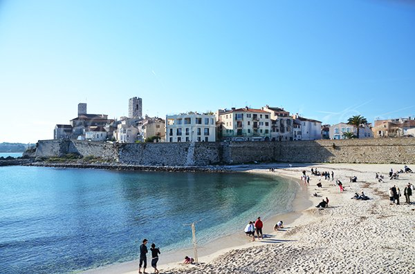 Beach of the Gravette with old Antibes