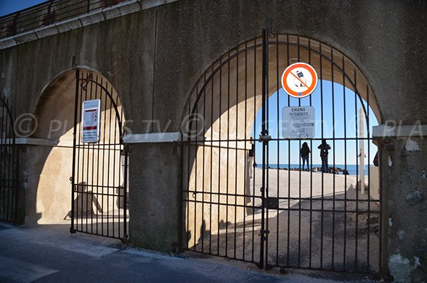 Access of the Gravette beach in Antibes