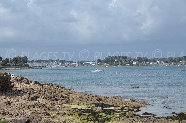 Port de La Trinité vue depuis la plage du Grazu