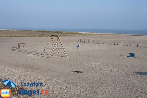 Swing on the beach of Hirel