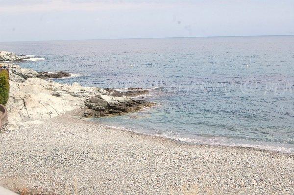 Plage de galets à proximité de Bastia - Grigione