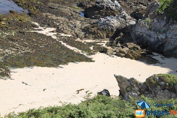 Sable et rochers de la plage du Palais - Belle Ile