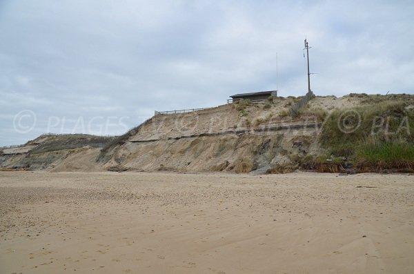 Dunes et falaise sur la plage du Gurp à Grayan l'Hôpital