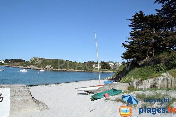 Vue sur Portsall depuis la plage de Gwisselier à Landunvez