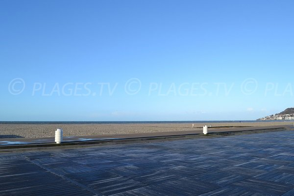 Pedestrian promenade along the beach in Le Havre