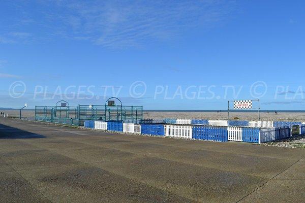 Terrain de basket sur la plage du Havre