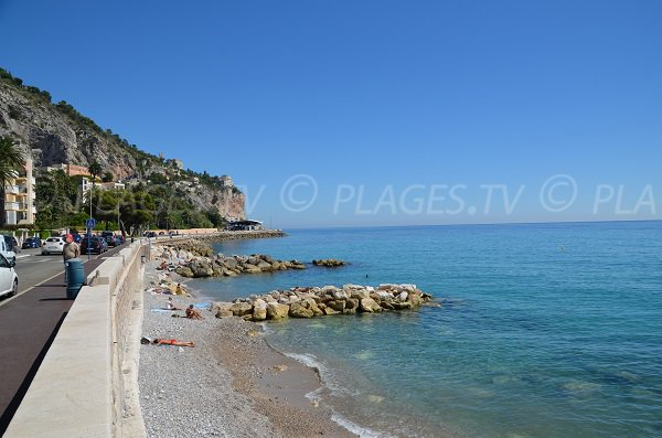 Beach in Menton nearly the Italy crossing