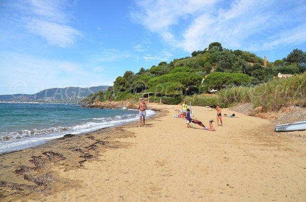 Photo de la plage d'Héraclée avec vue sur la baie de Cavalaire