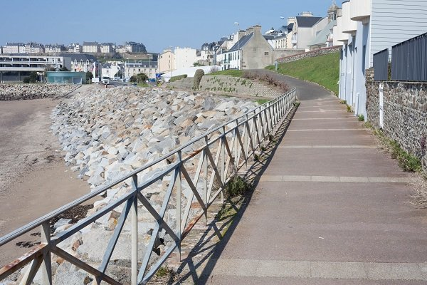Pedestrian promenade along the Hérel beach  - Granville