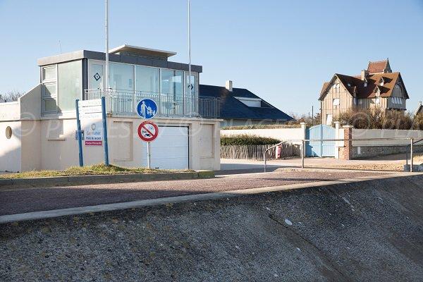 Poste de secours de la plage d'Hermanville (Calvados)
