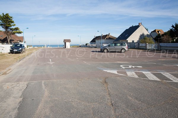 Parking pour la plage d'Hermanville
