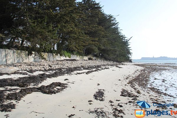 Beach near the center of the helio marine of Roscoff