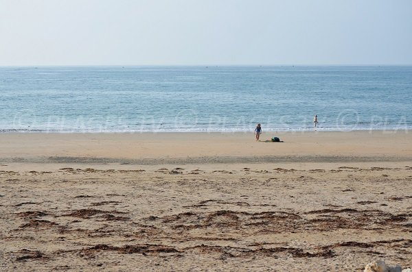 Ocean side beach in St Denis d'Oléron