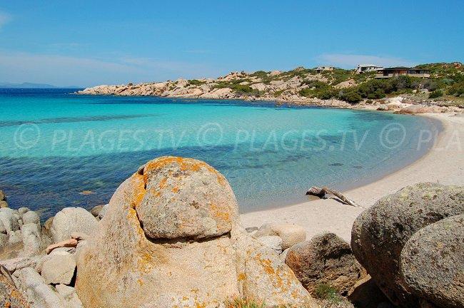 Una spiaggia privata sull'isola di Cavallo