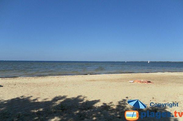 Plage de sable au lac de Biscarosse