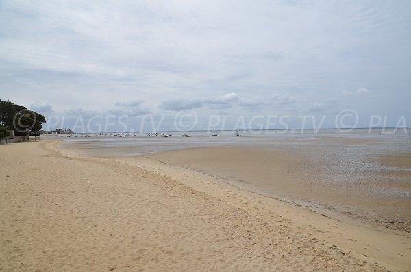 Photo de la plage d'Andernos les Bains à marée basse