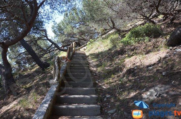 Escaliers de la plage du Jonquet
