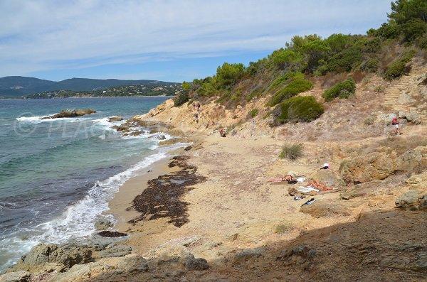 Jovat beach in La Croix Valmer - coastal path