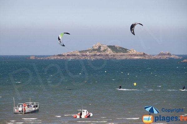 Kitesurf sur la plage de Kelenn