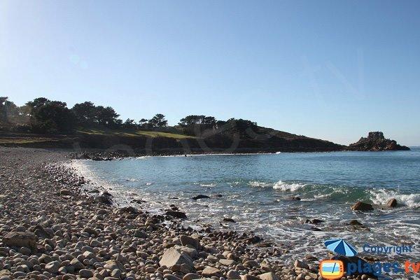 Vue de la pointe d'Annalouesten depuis la plage de Keraden